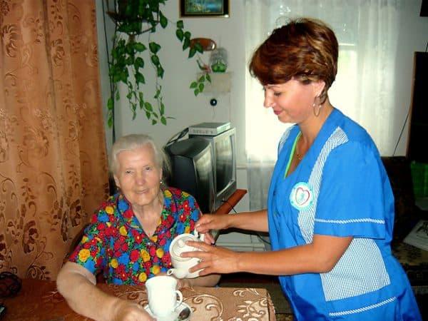 обслуживание пенсионера дома