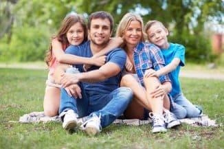 молодая семья из 4 человек