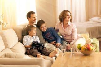 молодая семья в квартире